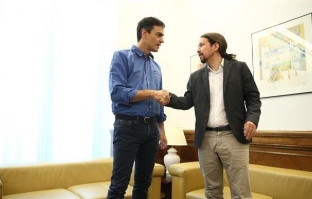 Pedro Sánchez comunica a Iglesias que ve preferible que Rajoy vaya al Congreso tras el 1-O, no antes
