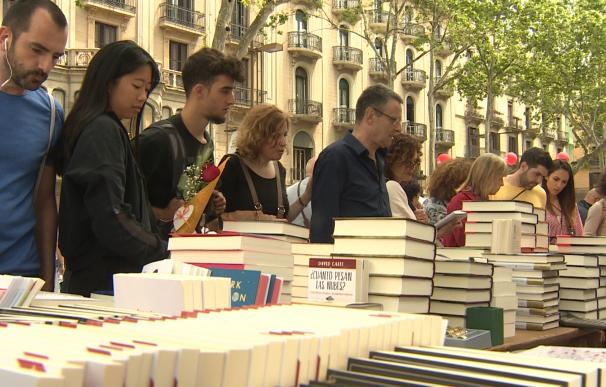 Los barceloneses celebran Sant Jordi