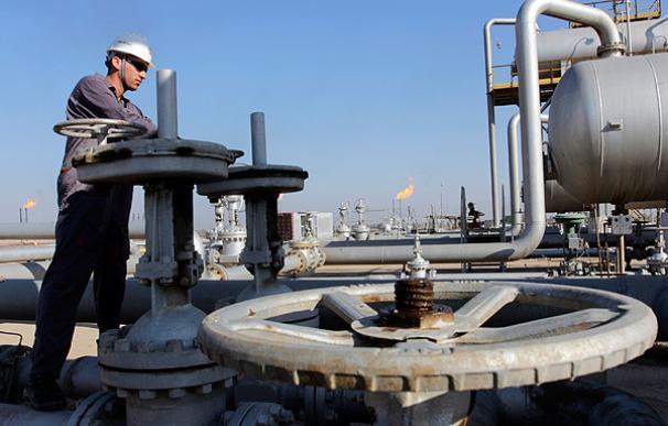 Irán anunció que su país ofrecerá su petróleo a través de la bolsa de valores nacional (EFE)