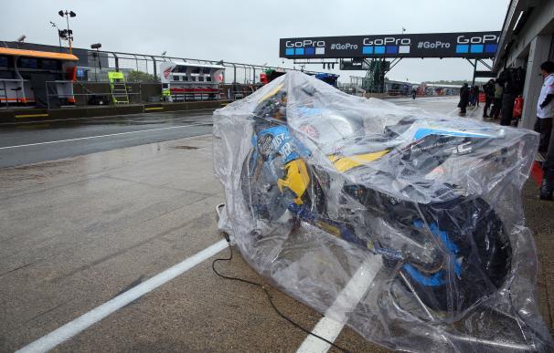 Imagen moto GP protegida de la lluvia