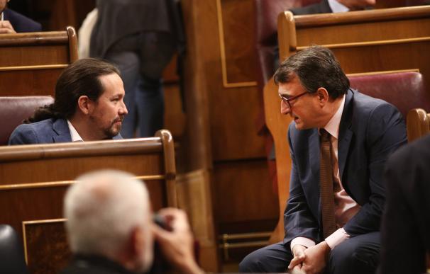 Pablo Iglesias y Aitor Esteban en el Congreso