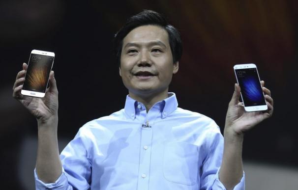 El director ejecutivo de Xiaomi , Lei Jun, en la presentación del Mi 5 en Pekín (EFE)