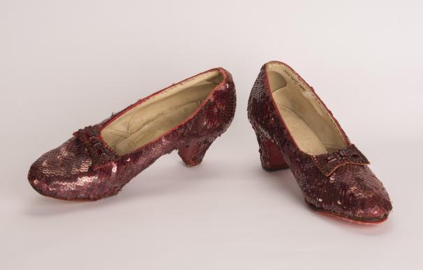 Los zapatos del Mago de Oz recuperados.