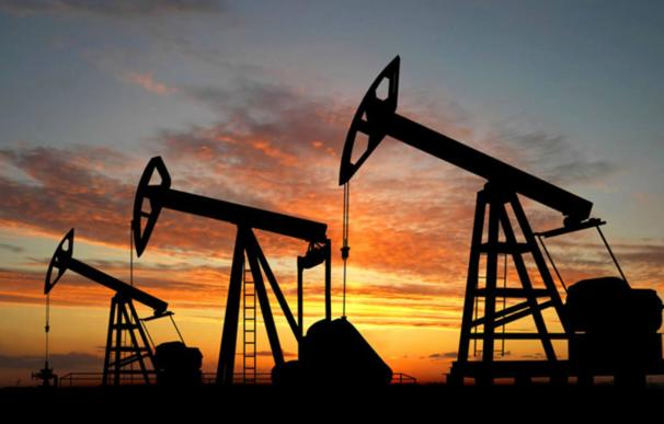 El Gobierno echa cuentas: la escalada del crudo puede restar siete décimas al PIB
