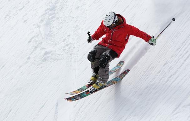 Fotografía de un esquiador.