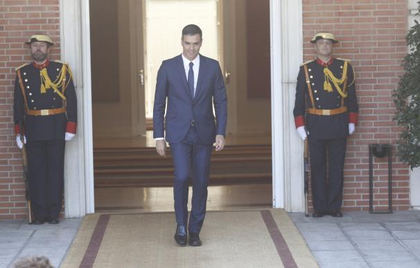 El presidente del Gobierno, Pedro Sánchez, se reúne con la primera ministra de R
