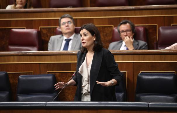 Carmen Montón, ministra de Sanidad en la sesión de control