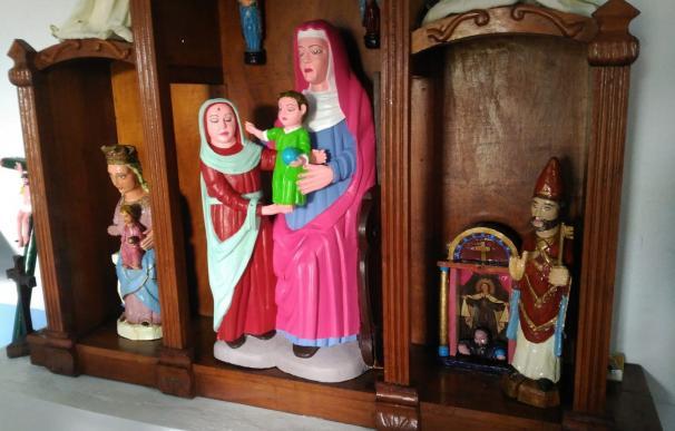 """Una vecina del pequeño pueblo de Rañadoiro, en el concejo asturiano de Tineo, ha pintado """"a lo Ecce Homo"""" tres tallas de madera de los siglos XV y XVI"""
