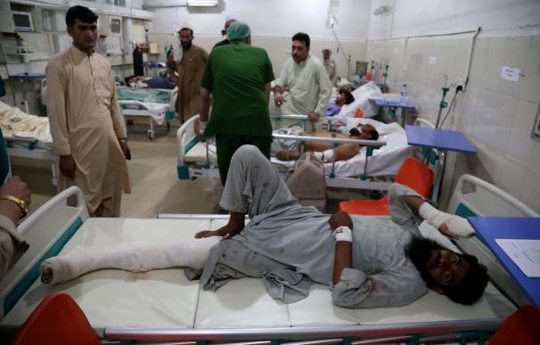 Heridos reciben asistencia médica tras el ataque suicida perpetrado en la provincia de Nangarhar