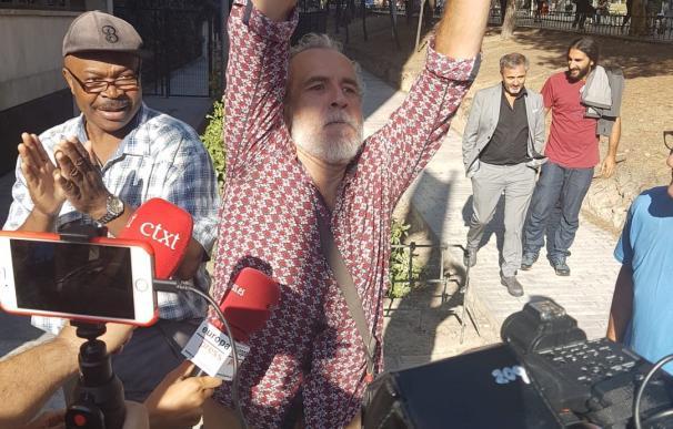 El actor Willy Toledo sale de los juzgados de Plaza de Castilla (Madrid) tras se