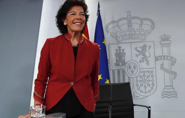 Isabel Celáa durante la rueda de prensa.