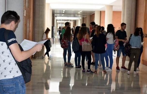 La URJC suspende clases de varias asignaturas porque no tienen profesores asignados y los alumnos critican la situación