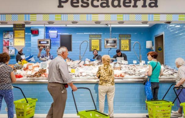 Interior de un supermercado La Plaza de Dia.
