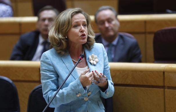 La ministra de Economía, Nadia Calviño, durante su intervención en una sesión de control del Gobierno