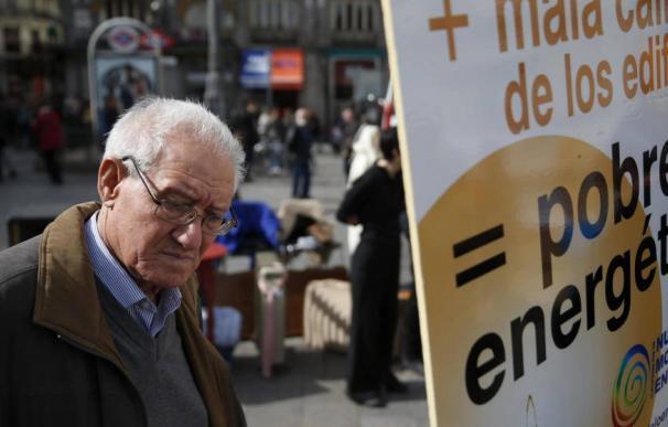 Acto de protesta por la pobreza energética en el centro de Madrid.