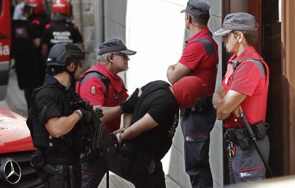 Los tres presuntos autores del triple crimen cometido el pasado martes en la localidad de Cáseda, un hombre de 53 años y sus hijos de 22 y 18, han sido trasladados el juzgado de Aoiz