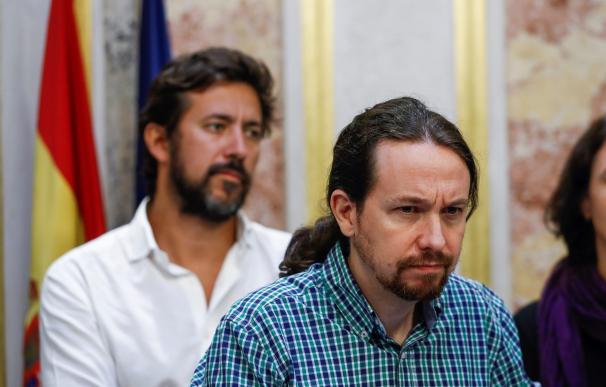El secretario general de Podemos, Pablo Iglesias, durante la rueda de prensa ofrecida al término del pleno en el Congreso. EFE/Emilio Naranjo