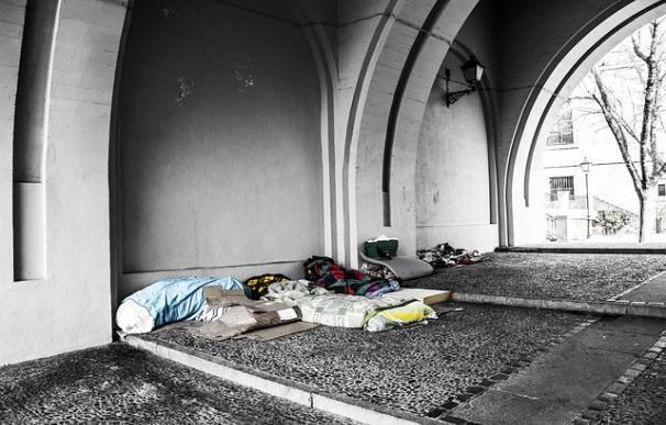 Fotografía de camas de sintecho.