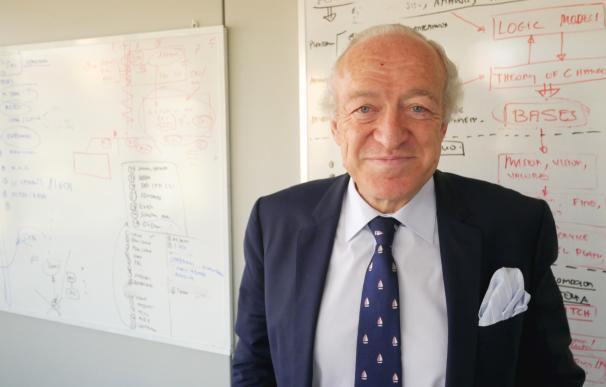 Luis Rodríguez-Ovejero en su despacho. (M. A.)