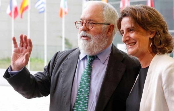 El comisario europeo de Energía, Miguel Arias Cañete, con la ministra de Transición Ecológica, Teresa Ribera.