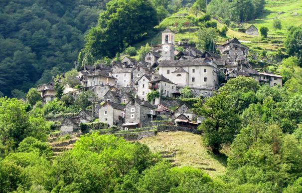Fotografía de Corippo, el pueblo suizo que se convertirá en un hotel.