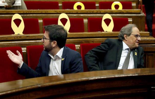 Aragonès y Torra durante el pleno.