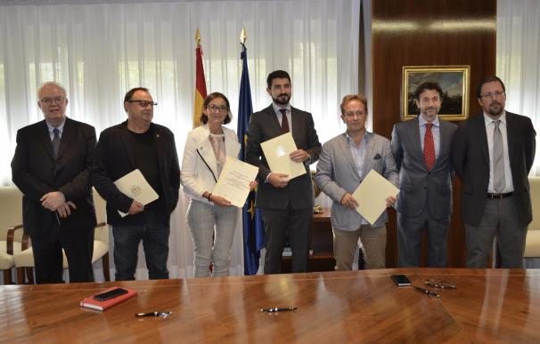 Reyes Maroto firma el acuerdo con Vestas y sindicatos