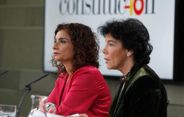María Jesús Montero e Isabel Celaá / EFE