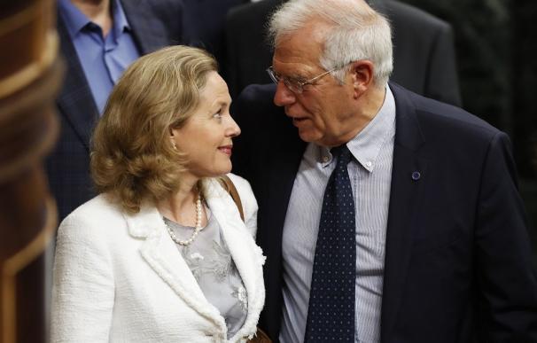 Nadia Calviño y Josep Borrell / EFE