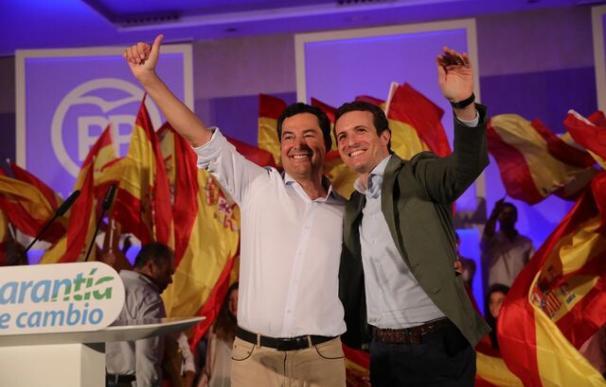 Juanma Moreno y Pablo Casado durante el acto con militantes en Sevilla (Foto: PP)