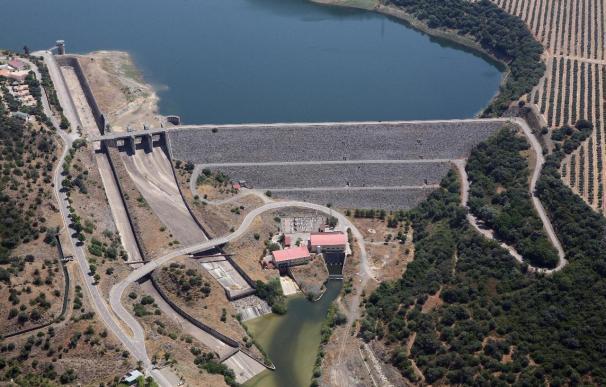 El PSOE pide compensar a los ayuntamientos que no recuperen las instalaciones de centrales hidroeléctricas
