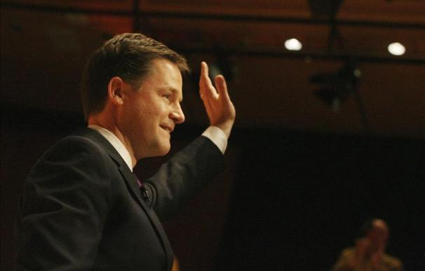 Nick Clegg niega el envío de un submarino nuclear británico a Malvinas