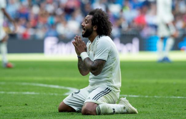 El defensa brasileño Marcelo Vieira lamenta una ocasión fallida durante el partido de la 9ª jornada de La Liga entre el Real Madrid y el Levante en el Estadio Santiago Bernabéu en Madrid. EFE/Rodrigo Jiménez