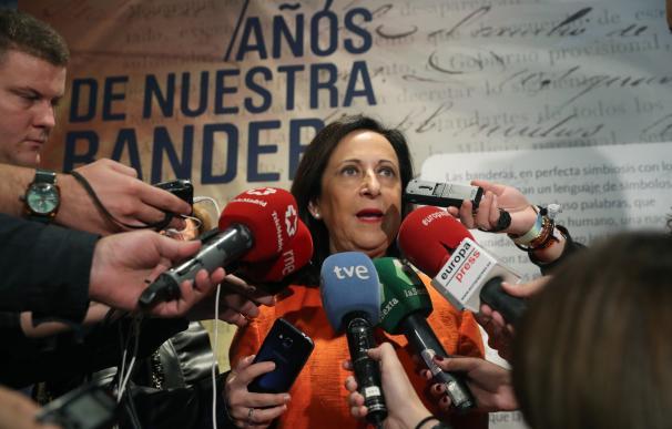 """La ministra de Defensa, Margarita Robles, que ha inaugurado en Madrid la exposición """"175 años de nuestra bandera"""". EFE/ Zipi"""