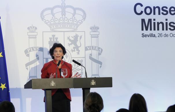 La portavoz del Gobierno durante su comparecencia en Sevilla.