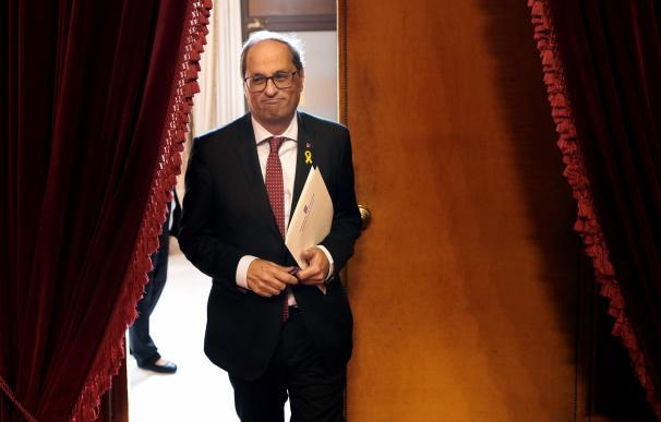 El presidente Quim Torra en los pasillos del Parlament.