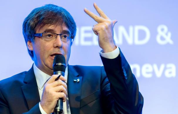 El expresidente de la Generalitat Carles Puigdemont en el Foro Crans Motana, en Ginebra, Suiza, el 25 de octubre de 2018. EFE/ Martial Trezzini