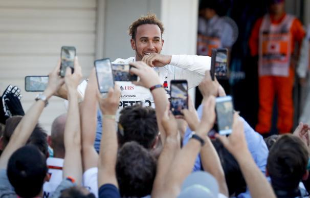 Lewis Hamilton reacciona después de ganar el Gran Premio de Fórmula Uno de Japón en el circuito de Suzuka (EFE / EPA / DIEGO AZUBEL)