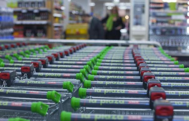 Carros de un supermercado La Plaza de Dia.