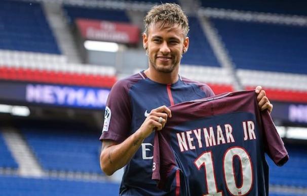 Neymar en su presentación con el PSG