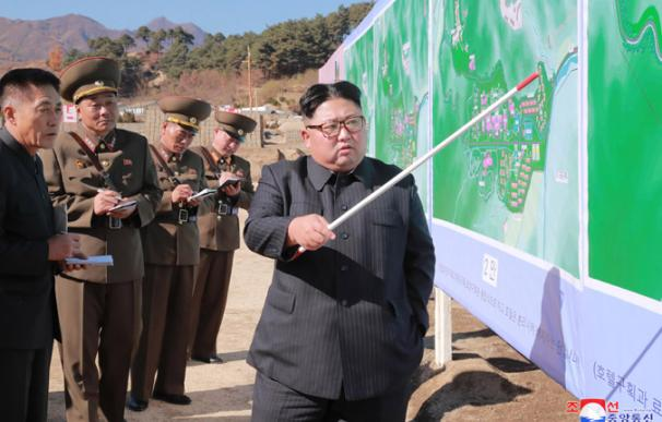 El líder norcoreano Kim Jong Un durante una visita a una nueva zona turística (Foto: KCNA)