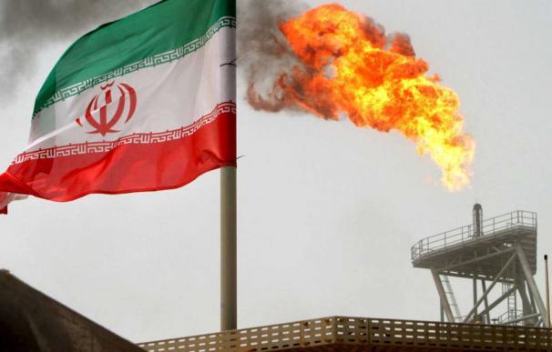 Plataforma iraní de producción de petróleo