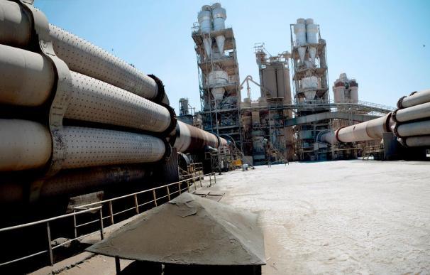 La CE analizará la fusión de los negocios de Cemex y Holcim en España