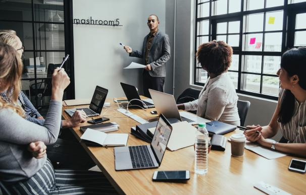¿Podemos trabajar bien sin jefes? / Pexels