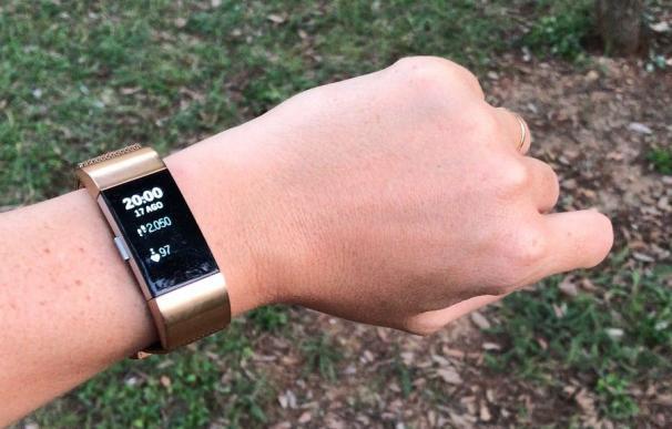 Pulsera-reloj que mide constantes vitales y pasos