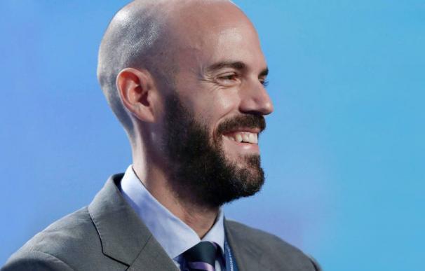 El CEO de Cabify, Juan de Antonio, se protege en el consejo.