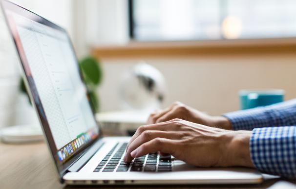 Tener un ordenador limpio alarga su durabilidad. / Pexels