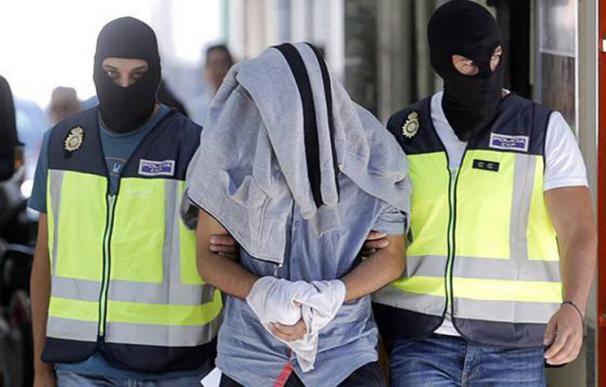 Detención de un presunto yihadista en España en 2015. C. ROSILLO / EFE