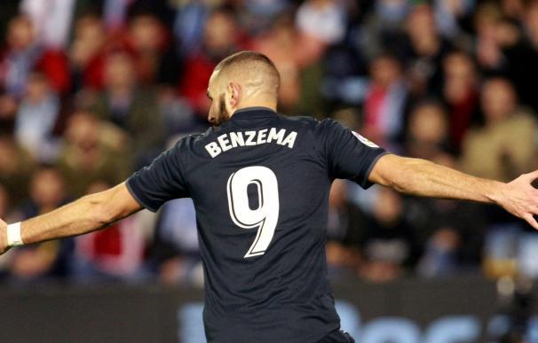 El delantero francés del Real Madrid Karim Benzema, festeja un gol contra el Celta. EFE/Cabalar