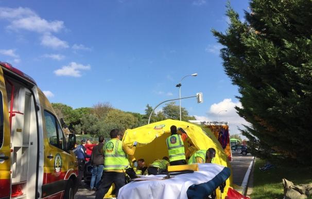 La víctima presenta traumatismos craneoencefálico, abdominal y pélvico severos, aparte de fractura en la pierna izquierda (Emergencias Madrid)